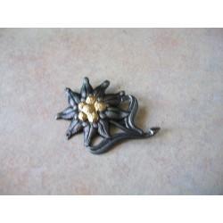 WW2 - Insigne de casquette Edelweiss métal